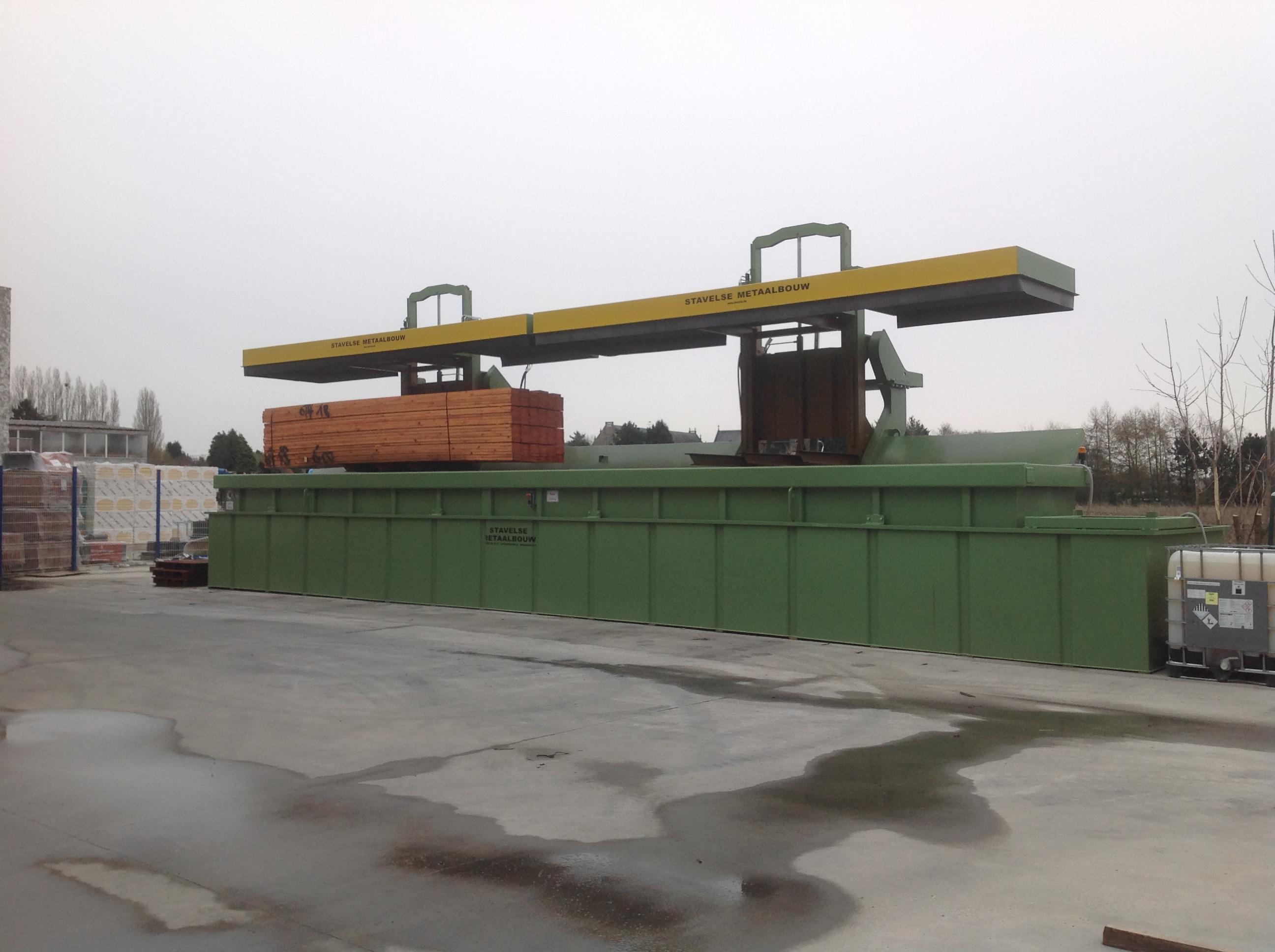 Diptank with two lifting platforms
